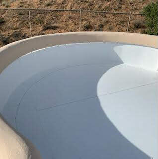 Curve on the edge of a flat roof