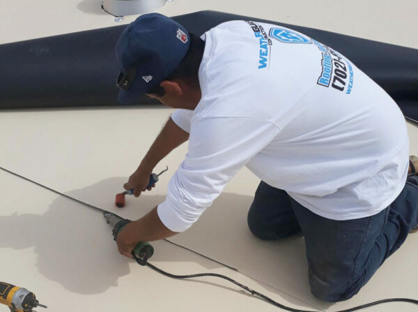 roofer in las vegas on flat roof installation